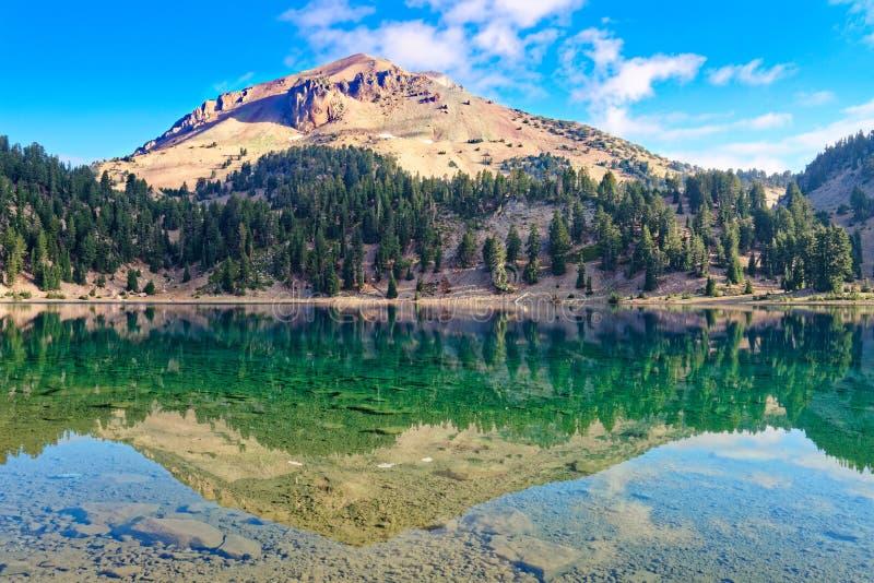 Lago Helen, parque nacional vulcânico de Lassen fotografia de stock royalty free