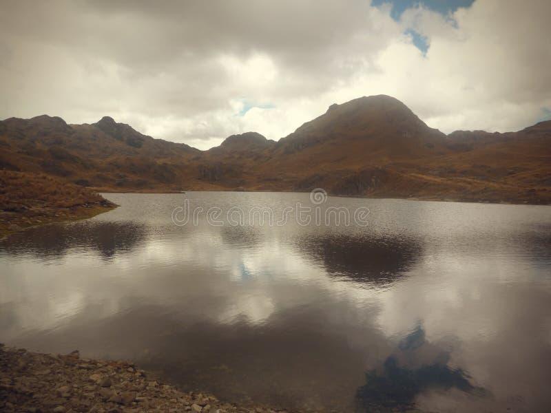 Lago hermoso de Perú fotografía de archivo