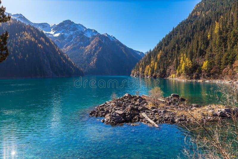 Lago hermoso en el parque nacional de Jiuzhaigou fotografía de archivo libre de regalías