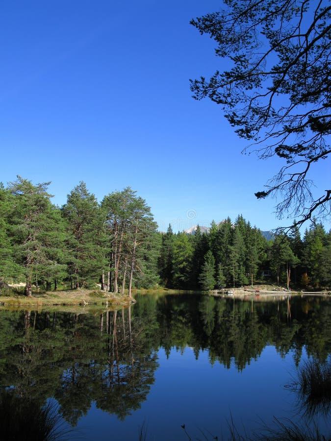 Lago hermoso en el Tirol imagen de archivo libre de regalías