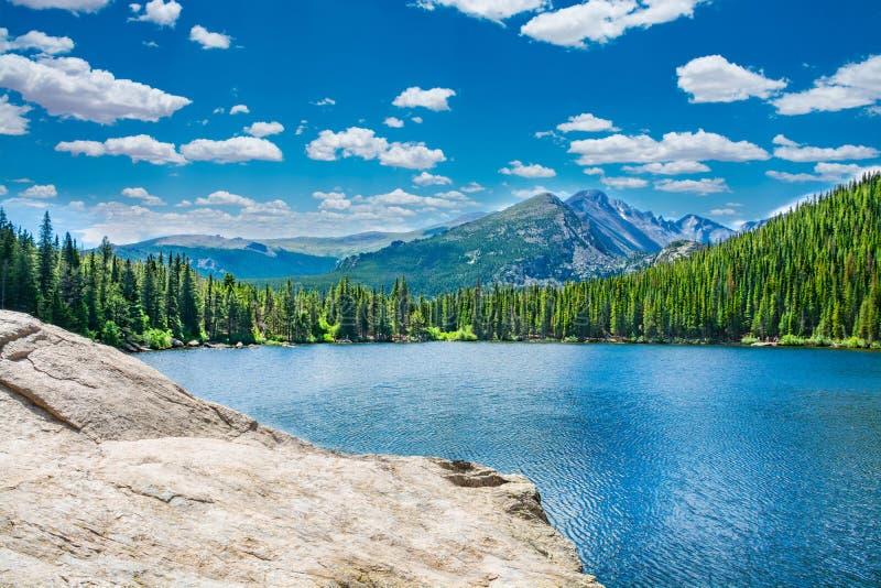 Lago hermoso en las montañas de Colorado imágenes de archivo libres de regalías