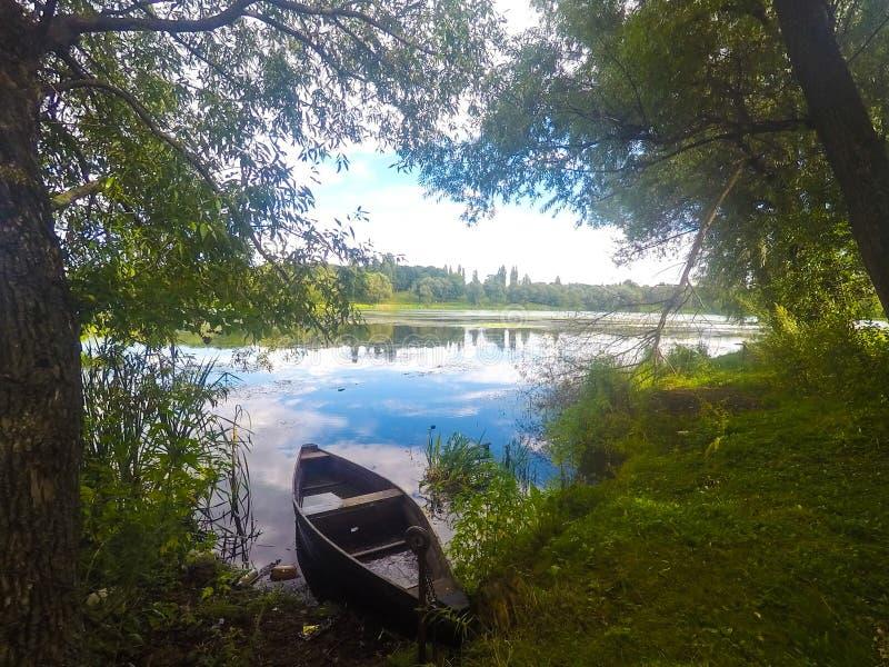 Lago hermoso en Ucrania imagen de archivo