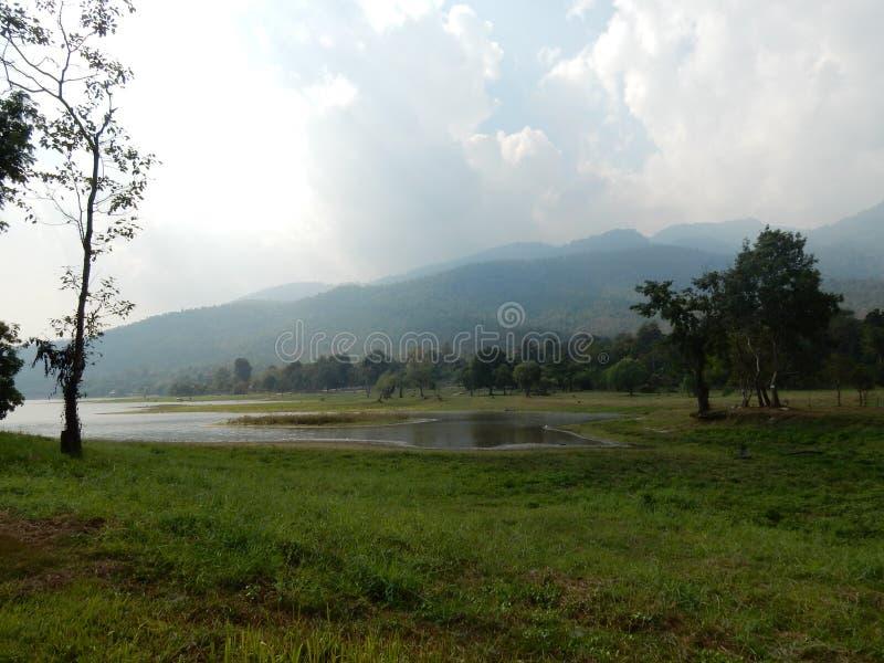 Lago Huay Tueng Tao en Chiang Mai foto de archivo