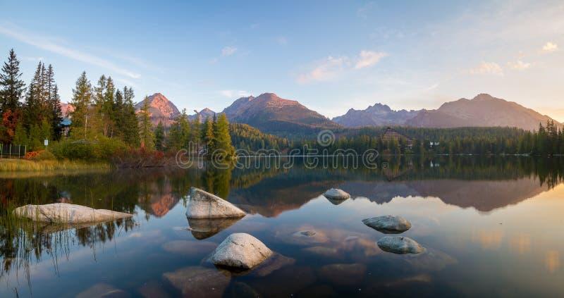 Lago i mountain immagine stock libera da diritti