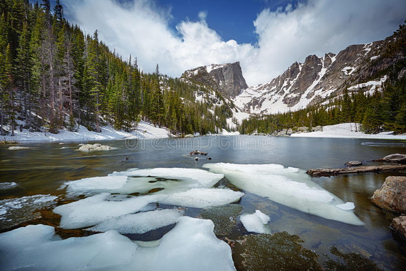 Lago ideal em Rocky Mountain National Park fotografia de stock