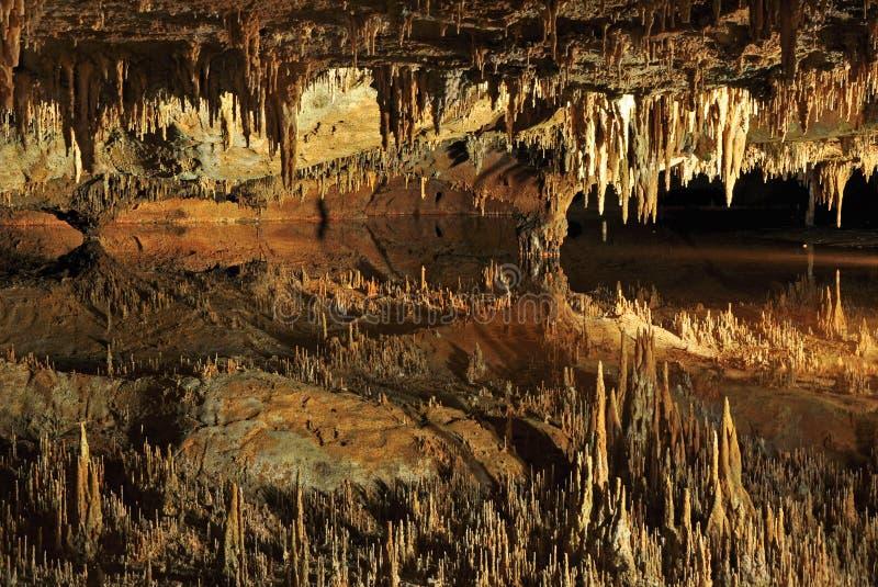 Lago ideal en las cavernas de Luray foto de archivo