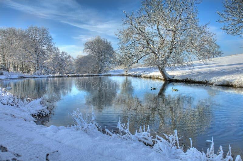 Lago inglês no inverno imagens de stock