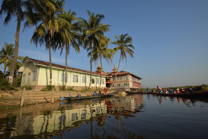 Lago Inle que flota la casa de lujo imágenes de archivo libres de regalías