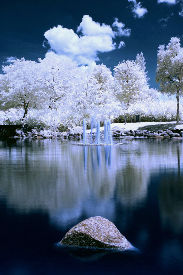 Lago in IR immagini stock