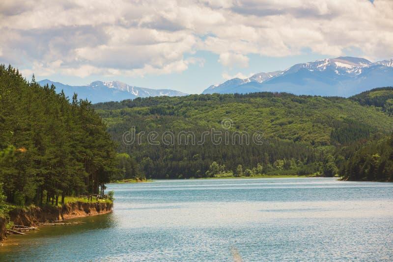 Lago Iskar em Bulgária fotografia de stock