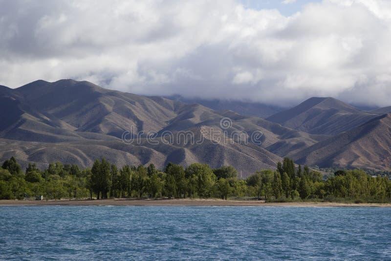 Download Lago Issyk-Kul En Kirguistán Imagen de archivo - Imagen de pico, colores: 42429917