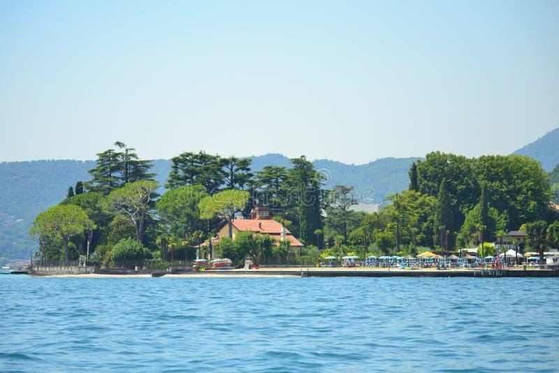 Lago Itália Garda da praia de Gardone Riviera foto de stock