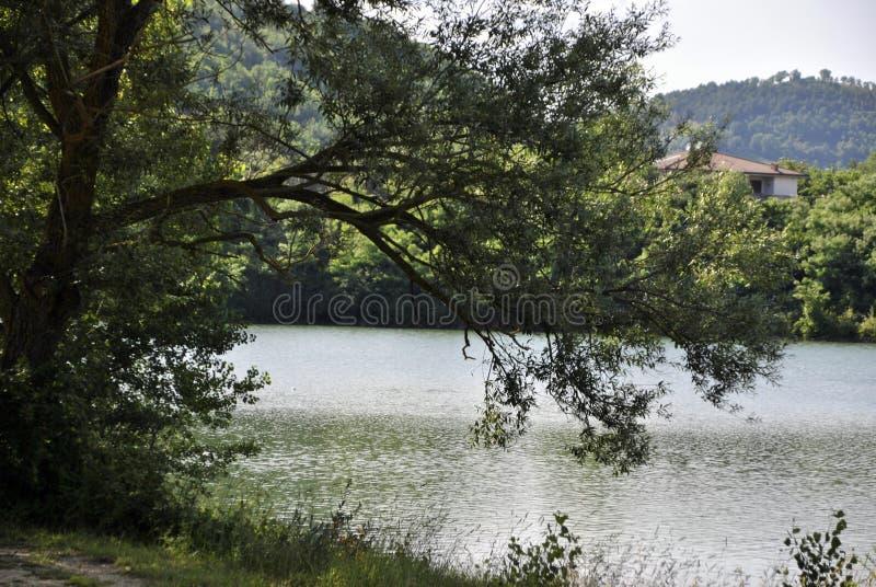 Lago italiano en la región de Marche imagen de archivo libre de regalías