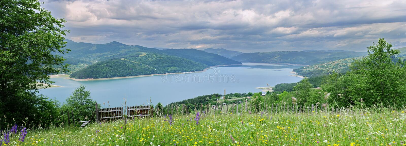 Lago Izvorul Muntelui fotografie stock