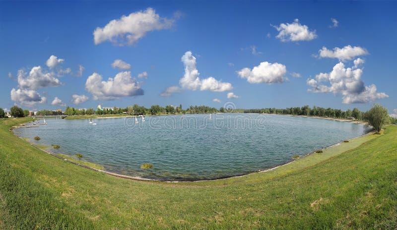 Download Lago Jarun fotografia stock. Immagine di stagno, panoramico - 30825314