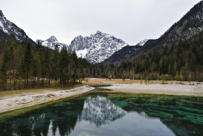 Lago Jasna cerca de Kranjska Gora, Eslovenia fotografía de archivo libre de regalías