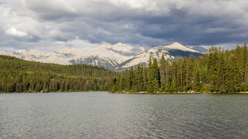 Lago Jasper National Park, Alberta, Canada pyramid immagine stock libera da diritti