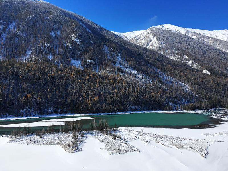 Lago Kanas da baía do dinossauro no inverno imagens de stock
