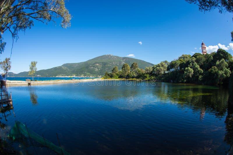 Lago Karavomilos en la isla de Kefalonia en Grecia imágenes de archivo libres de regalías