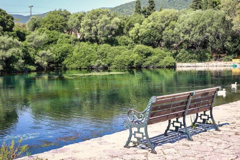 Lago Karavomilos en la isla de Kefalonia en Grecia imagenes de archivo