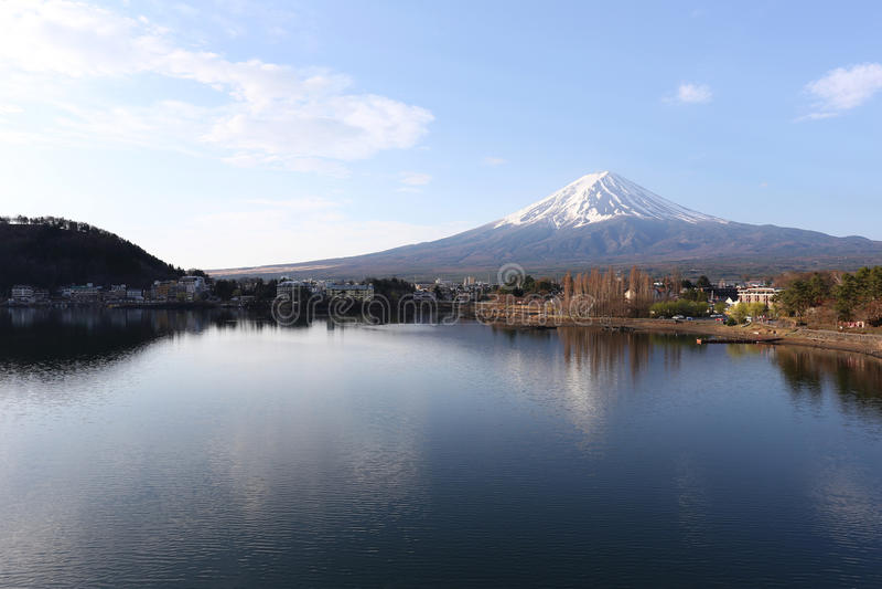 Lago Kawaguchiko e viste del monte Fuji fotografia stock
