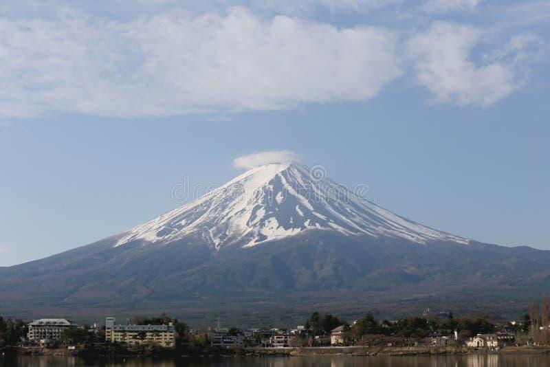 Lago Kawaguchiko e viste del monte Fuji immagine stock