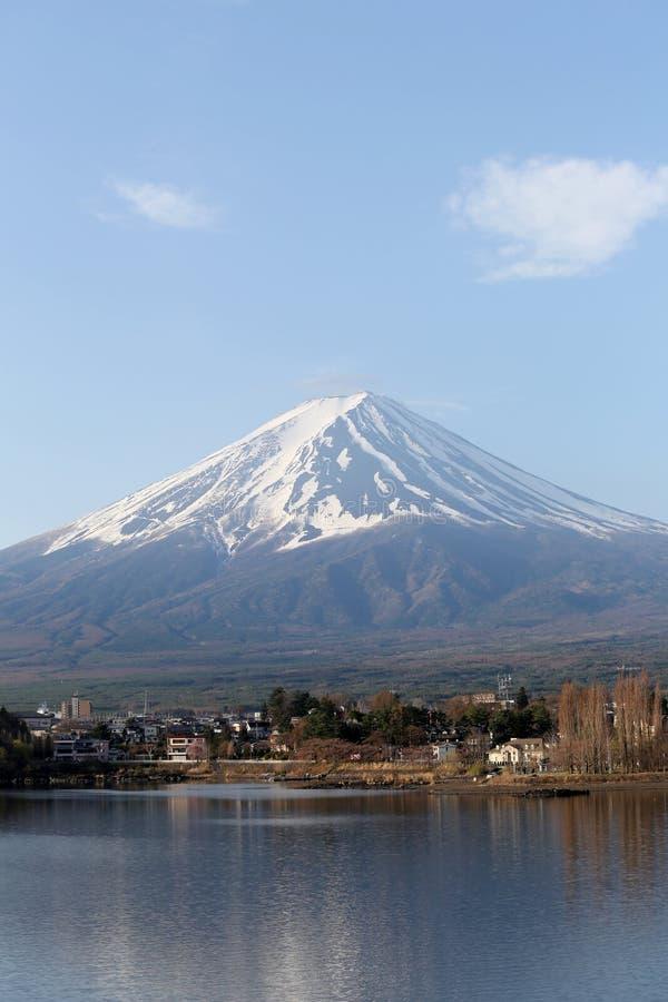 Lago Kawaguchiko e viste del monte Fuji fotografie stock libere da diritti