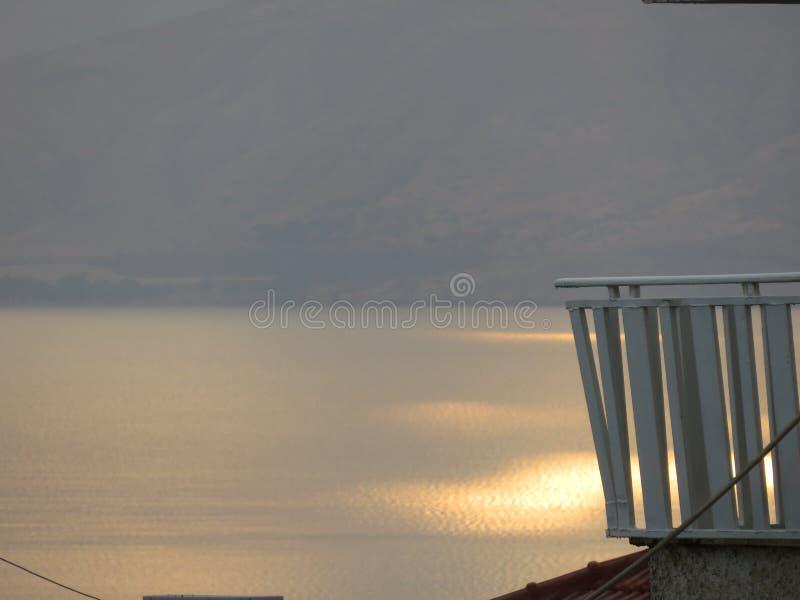 Lago Kinneret en la salida del sol imagenes de archivo