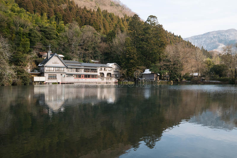 Lago Kinrin en la ciudad de Yufuin, Kyushu, Japón fotografía de archivo libre de regalías