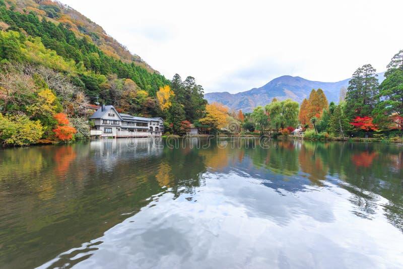 Lago Kinrinko en Yufuin, Kyushu, Japón fotos de archivo