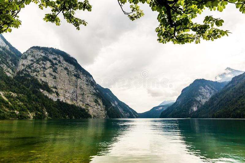 Lago Konigssee, conhecido como o ` o lago o mais profundo e o mais limpo de s de Alemanha imagens de stock