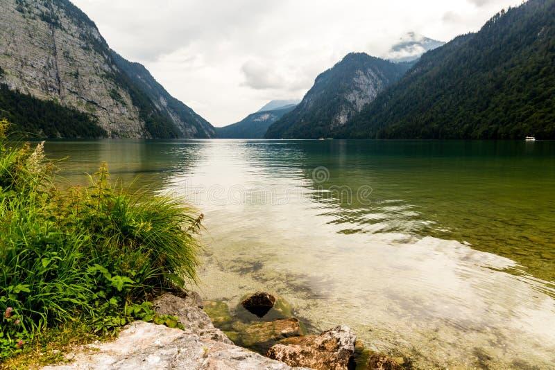 Lago Konigssee, conhecido como o ` o lago o mais profundo e o mais limpo de s de Alemanha foto de stock royalty free