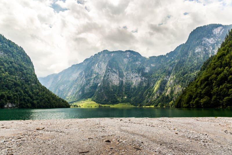 Lago Konigssee, conhecido como o ` o lago o mais profundo e o mais limpo de s de Alemanha fotos de stock