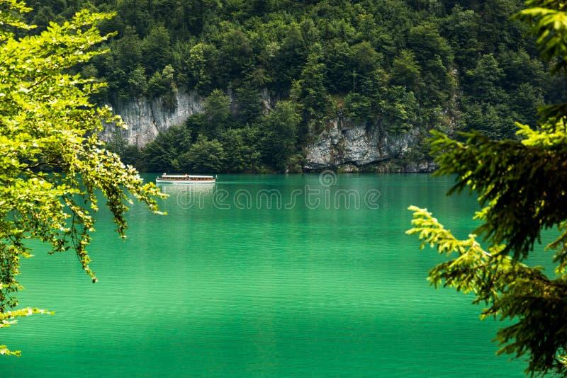 Lago Konigssee, conhecido como o ` o lago o mais profundo e o mais limpo de s de Alemanha foto de stock