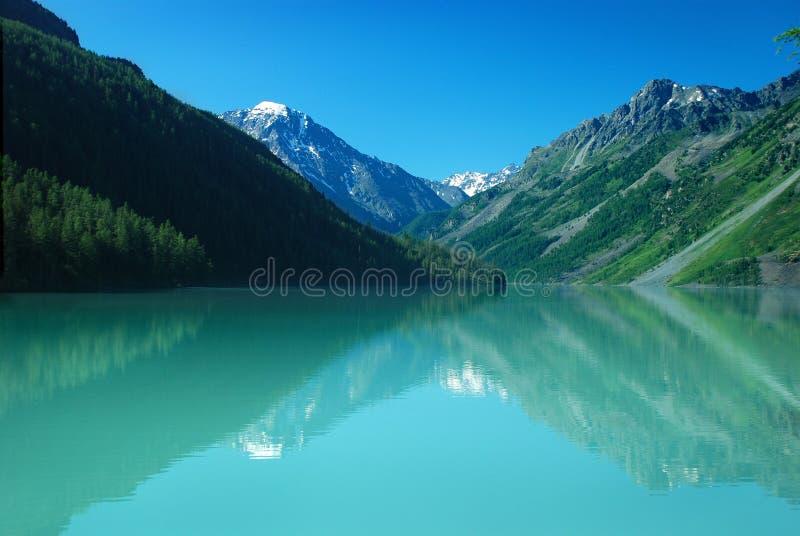 Lago Kucherlinskoe mountain imagem de stock royalty free