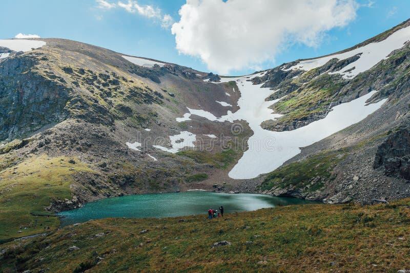 Lago Kucherlinskoe mountain de cima de, Altay, Rússia fotografia de stock royalty free