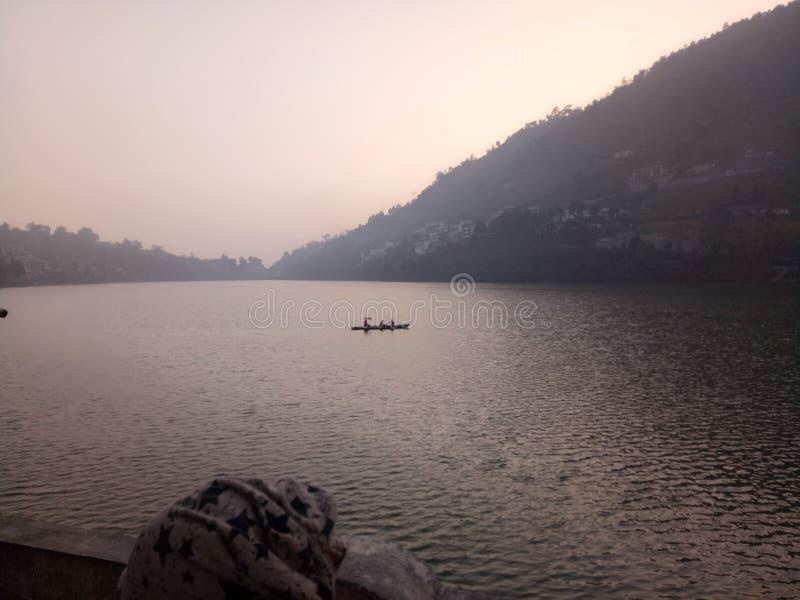 Lago landscape para o esporte de barco fotografia de stock