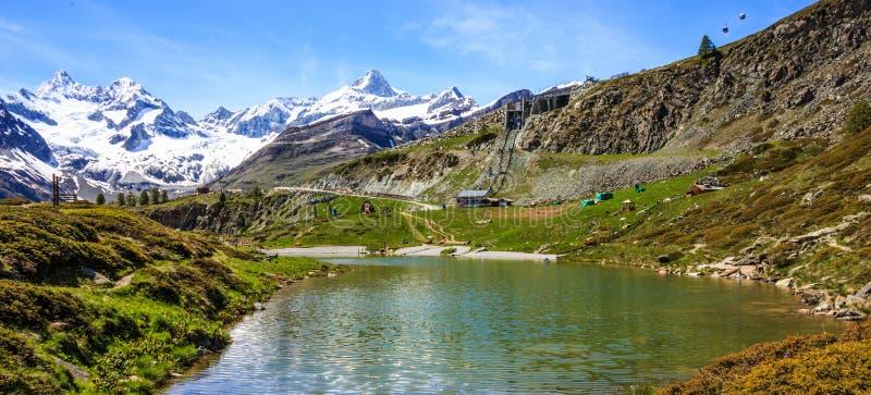 Lago Leisee, Sunnegga, paraíso de Rothorn, uno del destino de los lagos del top cinco alrededor del pico de Cervino en Zermatt, S imagen de archivo libre de regalías