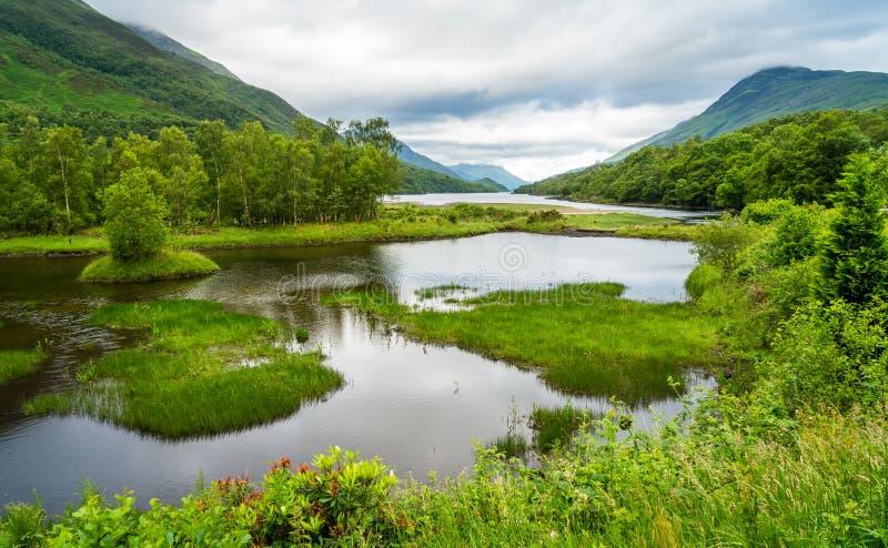 Lago Leven según lo visto de Kinlochleven, en área del consejo de Perth y de Kinross, Escocia central fotografía de archivo