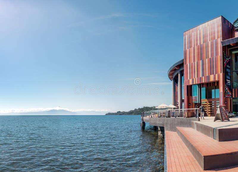 Lago llanquihue e Teatro del Lago - teatro del lago - Frutillar, Cile fotografie stock
