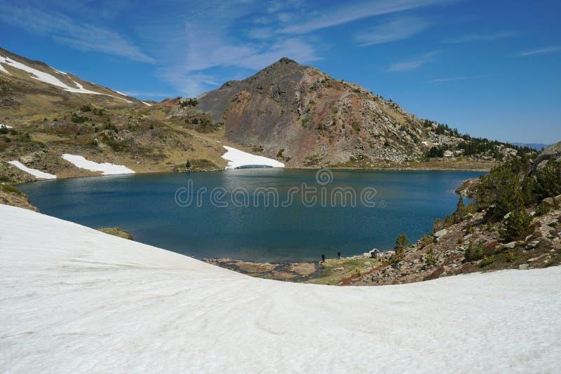 Lago los Pirineos-Orientales de la montaña de Francia los Pirineos imagen de archivo