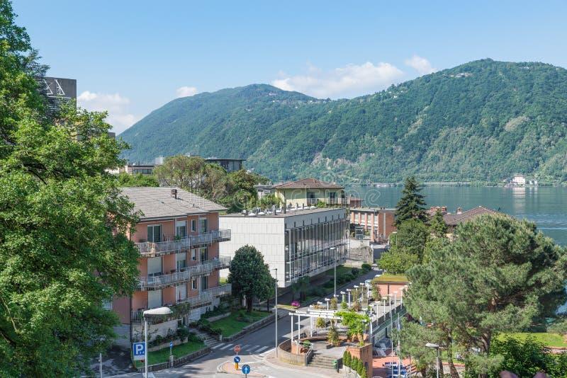 Lago Lugano e Campione d 'Italia, Itália Cidade conhecida para o casino foto de stock