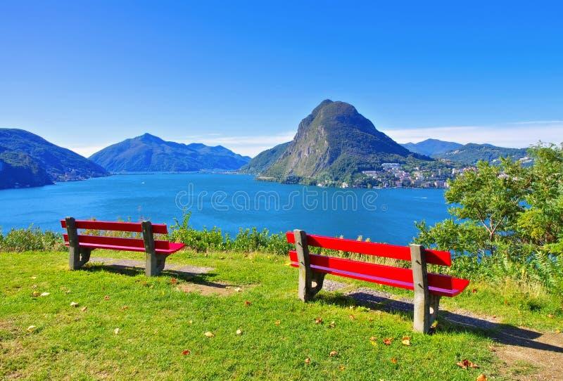 Lago Lugano e Monte San Salvatore imagem de stock