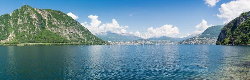 Lago Lugano, Switzerland Vista panorâmica da cidade de Lugano imagem de stock royalty free