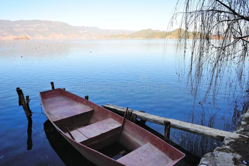 Lago Lugu em Yunnan fotografia de stock
