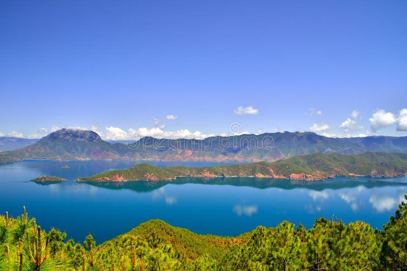 Lago Lugu, il regno delle donne immagine stock