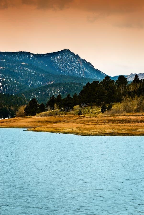 Lago máximo mountain rochosa dos piques fotografia de stock