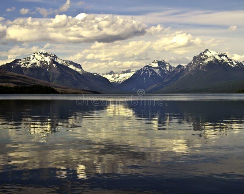Lago Macdonald no parque nacional de geleira fotos de stock royalty free