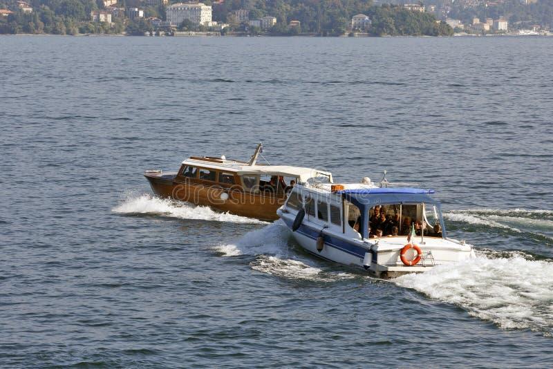Lago Maggiore, Италия - быстроходные катера стоковые изображения