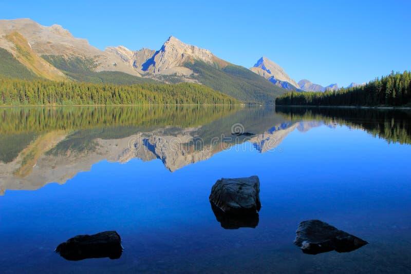 Lago Maligne nel parco nazionale del diaspro, Alberta, Canada immagine stock